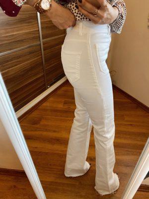 Beyaz Düğmeli İspanyol Paça Jean