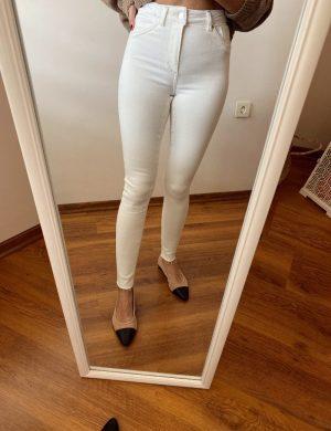 Beyaz Paça Detaylı Skinny Jean