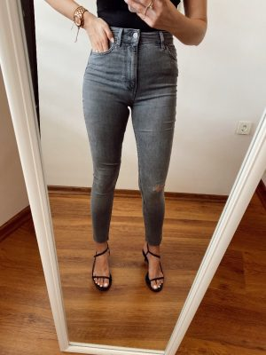 Zara Yırtık Detaylı Gri Skinny Jean