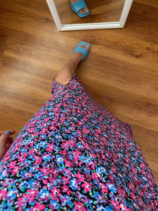 Pembe Çiçekli Yırtmaçlı Elbise