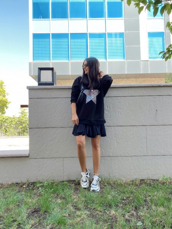 Siyah Yıldızlı Sweatshirt