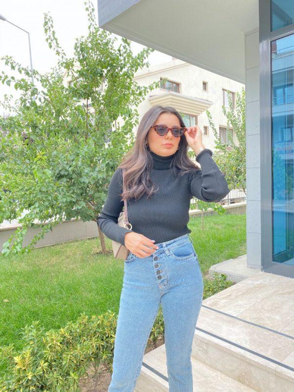 Siyah Fitilli Boğazlı Kazak