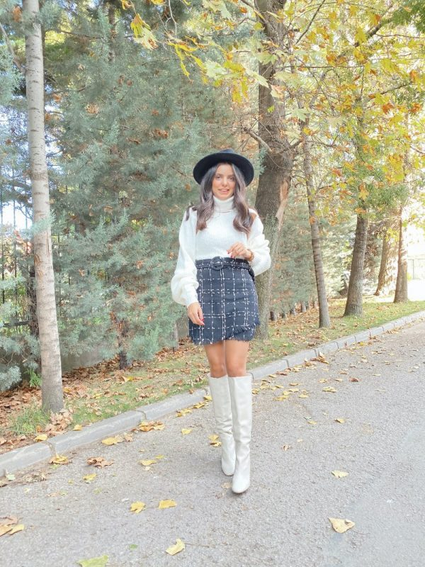 Ekru Dekolteli Triko Kazak