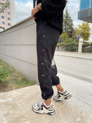 Siyah Paçası Lastikli Çıtçıt Detaylı Pantolon